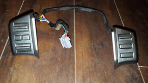 Steering wheel switches sound system and cruise control G35 2005