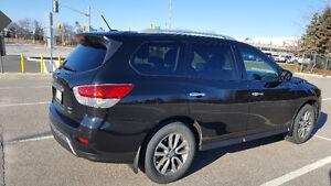 2015 Nissan Pathfinder SV. Warranty till 31 Dec OR 60,000