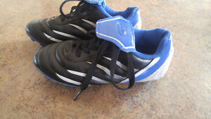 Size 12 kids soccer shoes