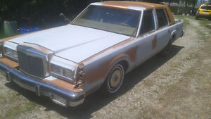 1980 Lincoln Town Car Sedan parting out