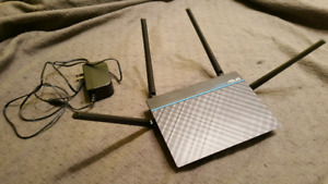 Mint condition Asus Wireless AC1300 Dual Band Gigabit Router