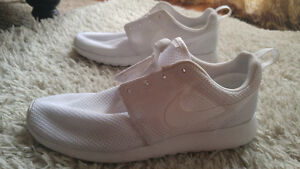 HALF PRICE ALMOST NEW NIKE ROSHE ONE ALL WHITE