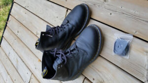 Dr. Martens boots like new