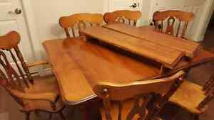 Solid wood 7 piece dining set London Ontario image 4
