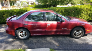 2005 Pontiac Sunfire. For parts. Frame rusted.