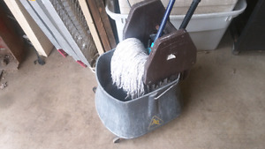 Rubbermaid mop bucket with mop and handle