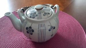 A Nice Tea Pot - for sale ! Kitchener / Waterloo Kitchener Area image 1