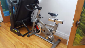 Vélo spinning comme neuf $400 ferme