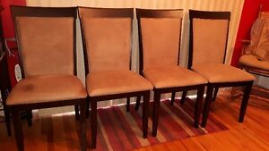 Table and four Chairs London Ontario image 4