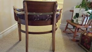 ANTIQUE WIDE SEAT CHAIR IN EXCELLENT CONDITION