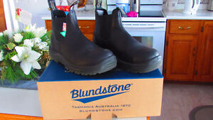 BLUNDSTONE SHOES