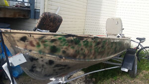 10 foot aluminum camouflage boat and registered trailer