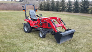 Massey ferguson gc1715 with fel ONLY 32 HOURS