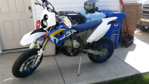 Husaberg FE570 supermoto/dirt, Street legal