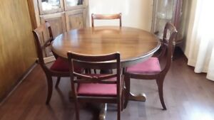 SOLID WOOD ROUND DINING  TABLE WITH  1 LEAF AND 4 CHAIRS