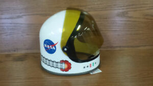 Astronaut Helmet, Garage, Pirate Ships, Water Ballon Pump