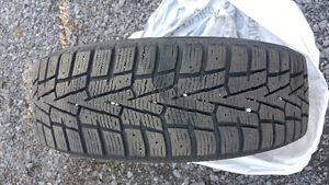 4 pneus hiver sur jantes 175/65 R14 Nexen