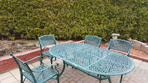 Heavy Cast Aluminum Table w/ 6 matching chairs