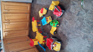 Fisher Price garage - Assortment of trucks - mega bloks