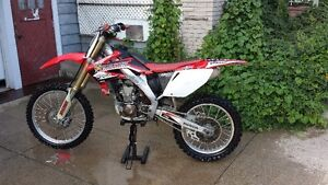 MINT CONDITION CRF250R!  REDUCED PRICE