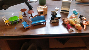 1980 mattel dollhouse furniture and some dolls
