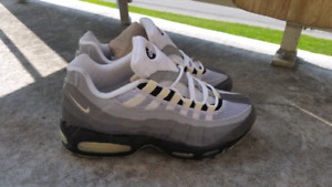 Air max 95 2002 DS size 9