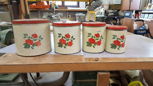 Set Tinware Canisters