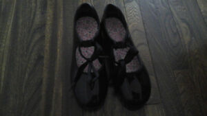 Like new Capezio girls tap dance shoes sizes 10 11 12.5 13