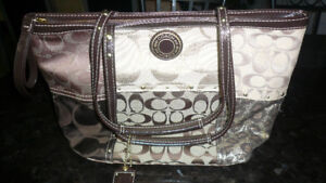 LADY COACH BRAND NEW NEVER USED -PURSE MINT