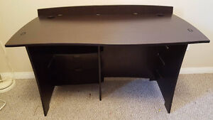 Desk in mint condition