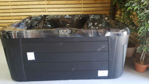 SMALL 7X6 HOT TUB SEATS 5 WITH COMFORT FULLY LOADED STEREO