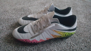 Men`s Nike Hypervenom Soccer Cleats NEED GONE (Size 9)