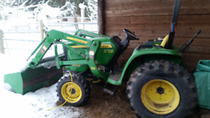 John deere 3032e tractor with loader