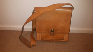 "Vintage Shoulder Leather RSKOV Bag (10"" x 9.5"" x 2.5"")"