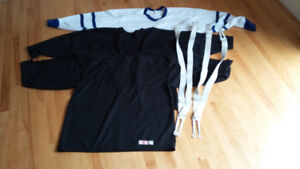 CHANDAILS DE PRATIQUE DE HOCKEY/HOCKEY PRACTICE SWEATERS