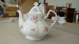 Royal Albert Paragon pink rose teapot