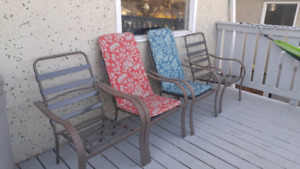 Patio table and four chairs w/ coushins