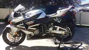 2005 cbr600rr clean active title, never been down. All OEM