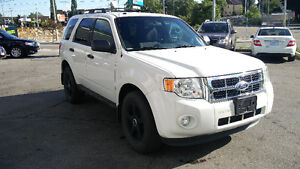 2011 Ford Escape XLT 5 speed 154,000km Certified!