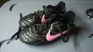 Nike soccer shoes cleats -- Youth Size 11
