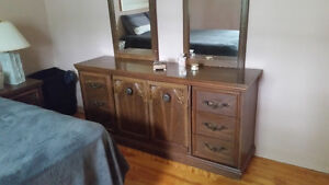 Drawer Chest with mirror/ Commode avec miroir