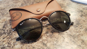 Official Ray Ban - Round Fleck - Black and Silver Sunglasses