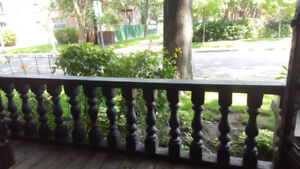 DEC 1 - MAINFLOOR 2bed w/ BALCONY+CLAW TUB+LOTS OF CHARM!