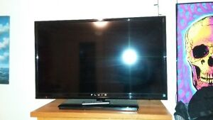 35x20 in. Sleek lightweight FLUID flatscreen television