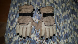 RIPZONE SNOWBOARDING GLOVES - SIZE SMALL