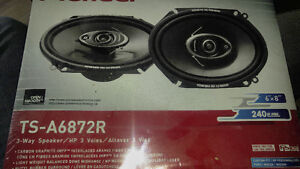 Car speakers Belleville Belleville Area image 1
