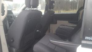 2010 Dodge Grand Caravan DVD Backup Camera Windsor Region Ontario image 7