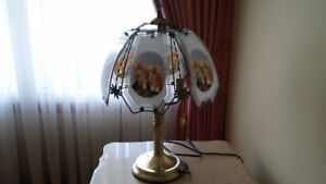 Antique Kitten Table lamp with 3 light bulbs.