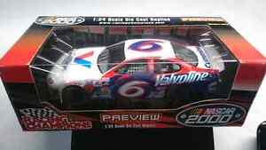 RACING CHAMPIONS # 6 FORD TAURUS PREVIEW DIE CAST MARK MARTIN 25