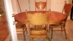 Used Oak solid wood dinning table with 6 chairs - Great deal! Kitchener / Waterloo Kitchener Area image 4
